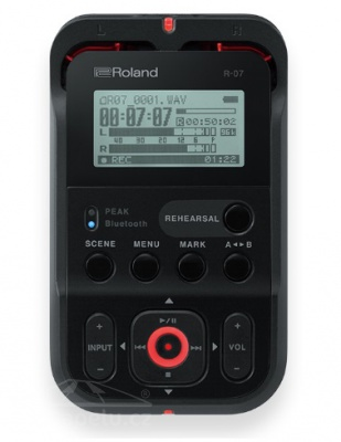 Roland R 07 BK - rekordér černý